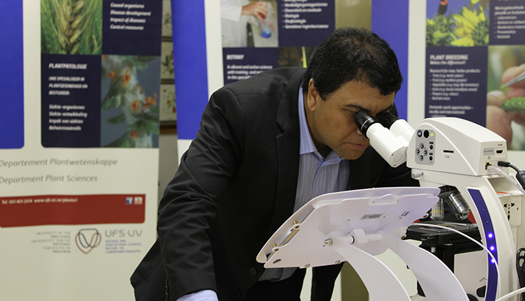 UFS hosts Africa's largest microscope facility for undergraduate training