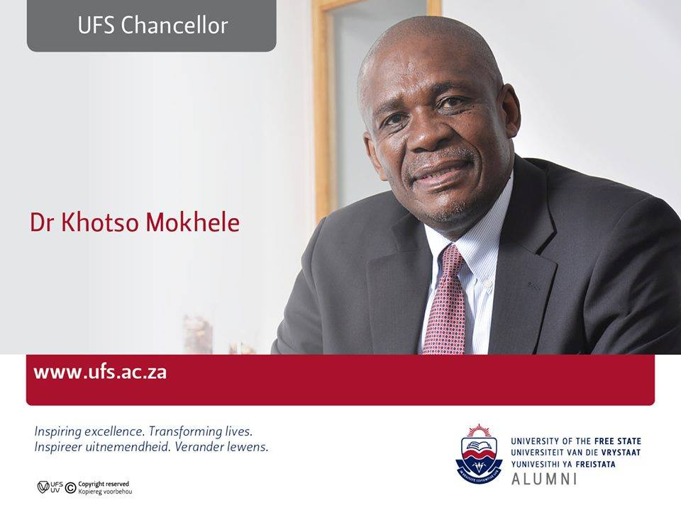 Secret programme Item: Mr Willem Louw and Dr Pieter du Toit presented the Honorary Alumnus Award to Dr Khotso Mokhele, UFS Chancellor.