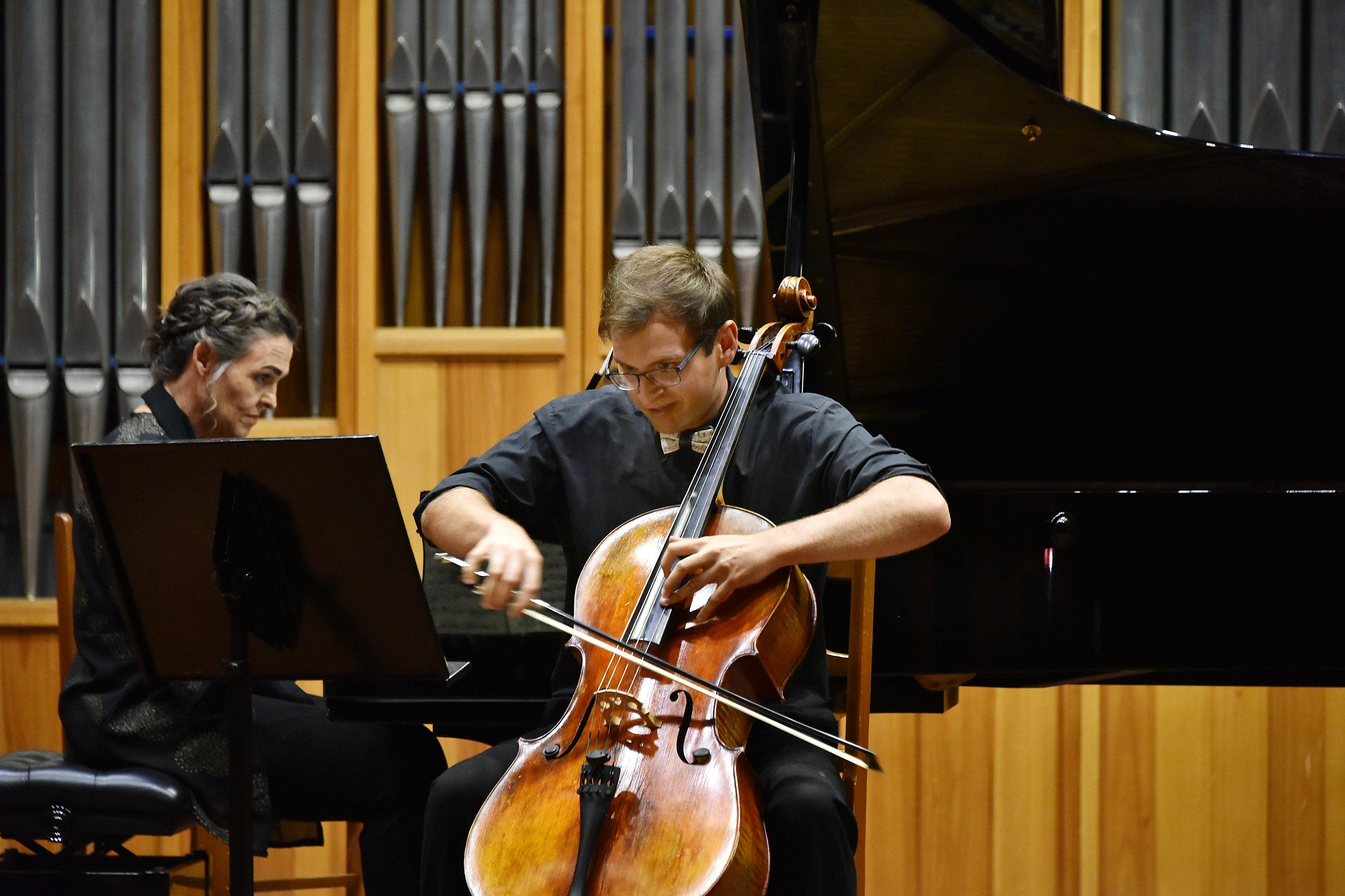 Chris van Zyl ( cello) and Anneka Lamont (Piano)