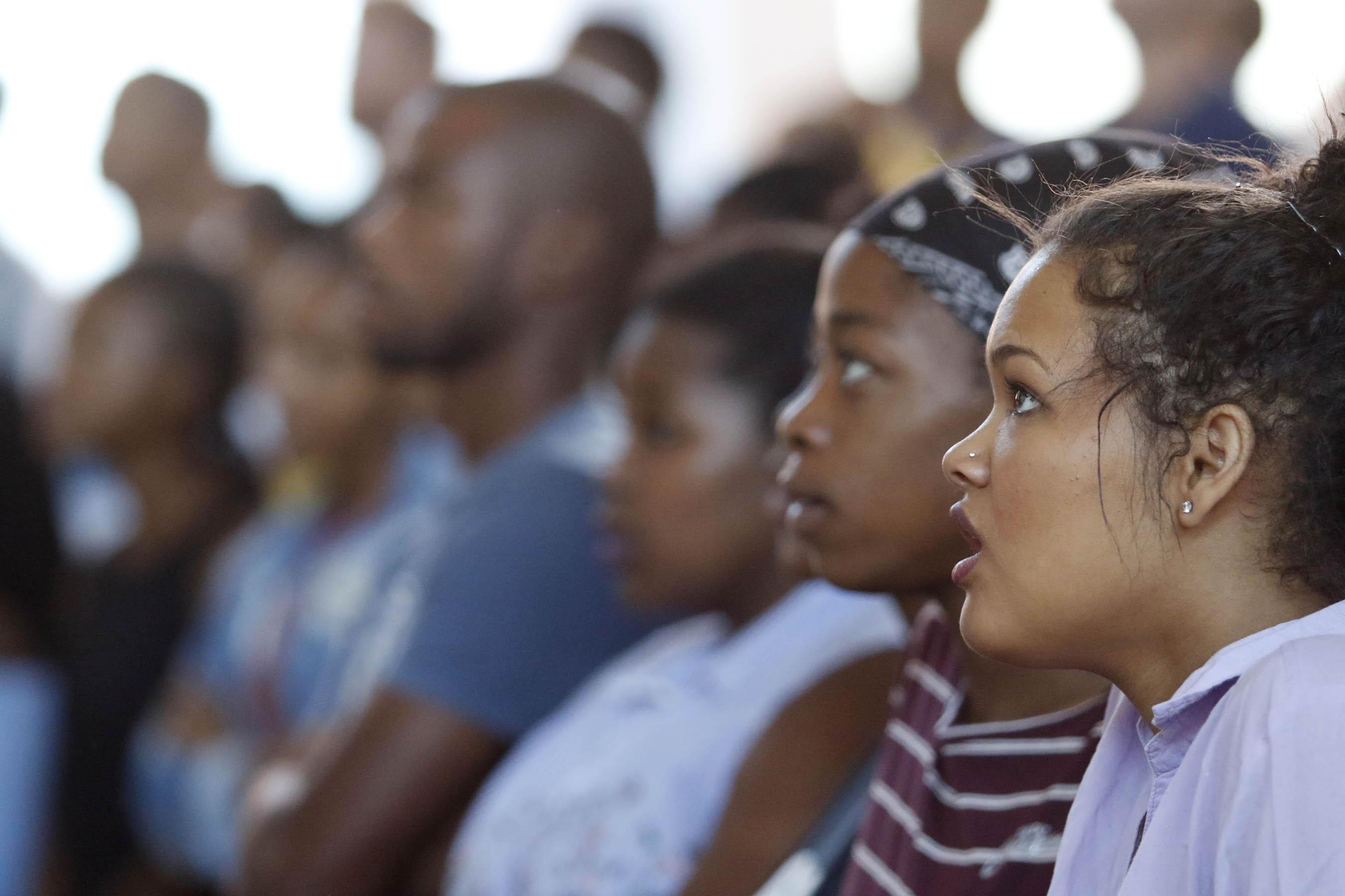 Congregants sing a hymn of praise