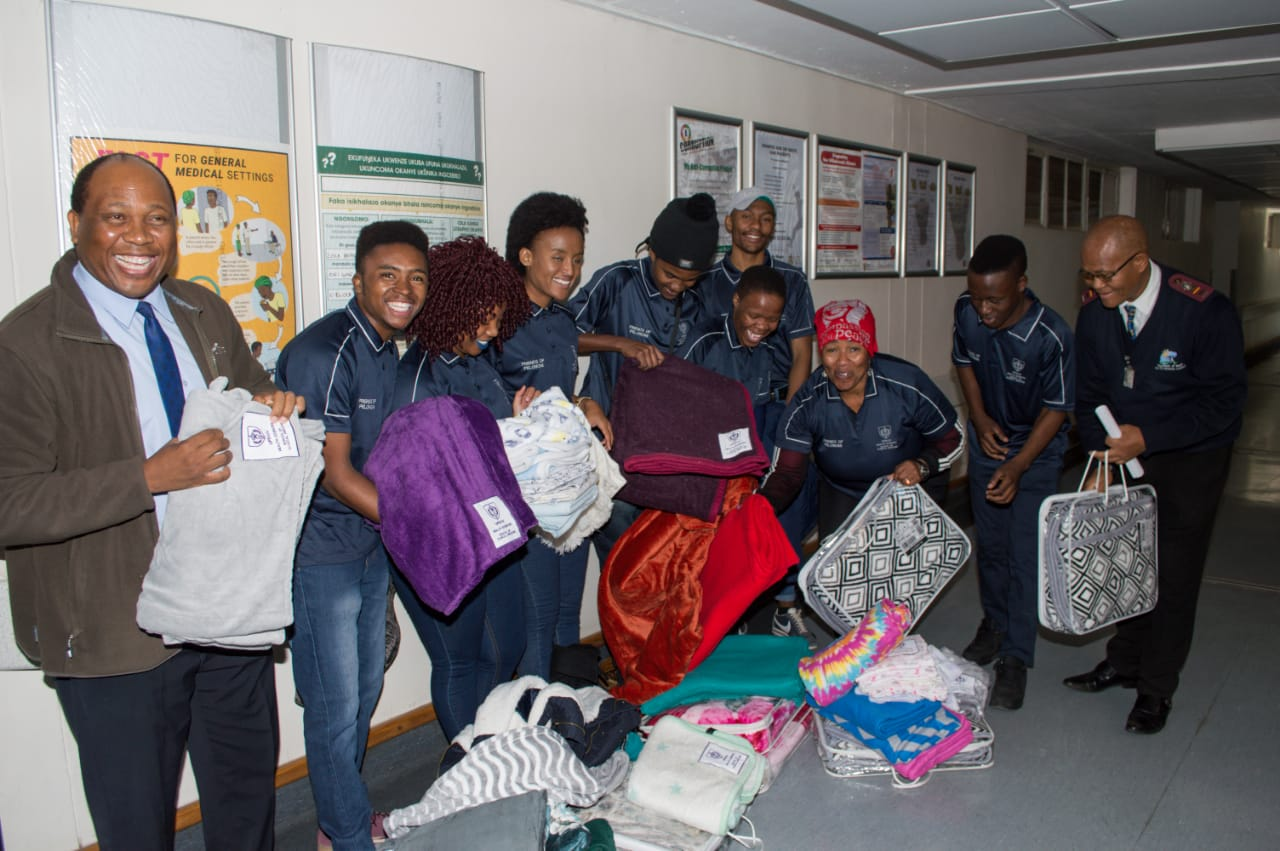 UFS Head of the School of Clinical Medicine, Prof Nathaniel Mofolo, and staff members with blankets for the Pelonomi Hospital postnatal ward. Photo: Fred Fhululedzani
