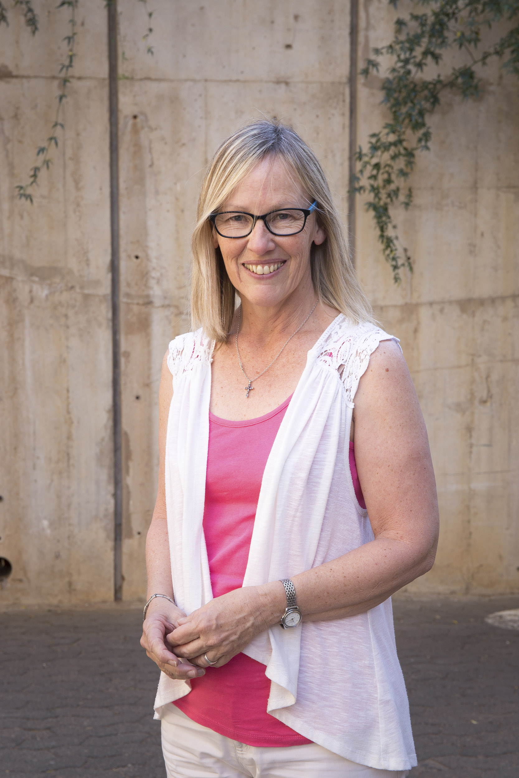 Prof Felicity is an expert in arbovirology in the Division of Virology and holds a South African Research Chair in Vector-borne and Zoonotic Pathogens Research.