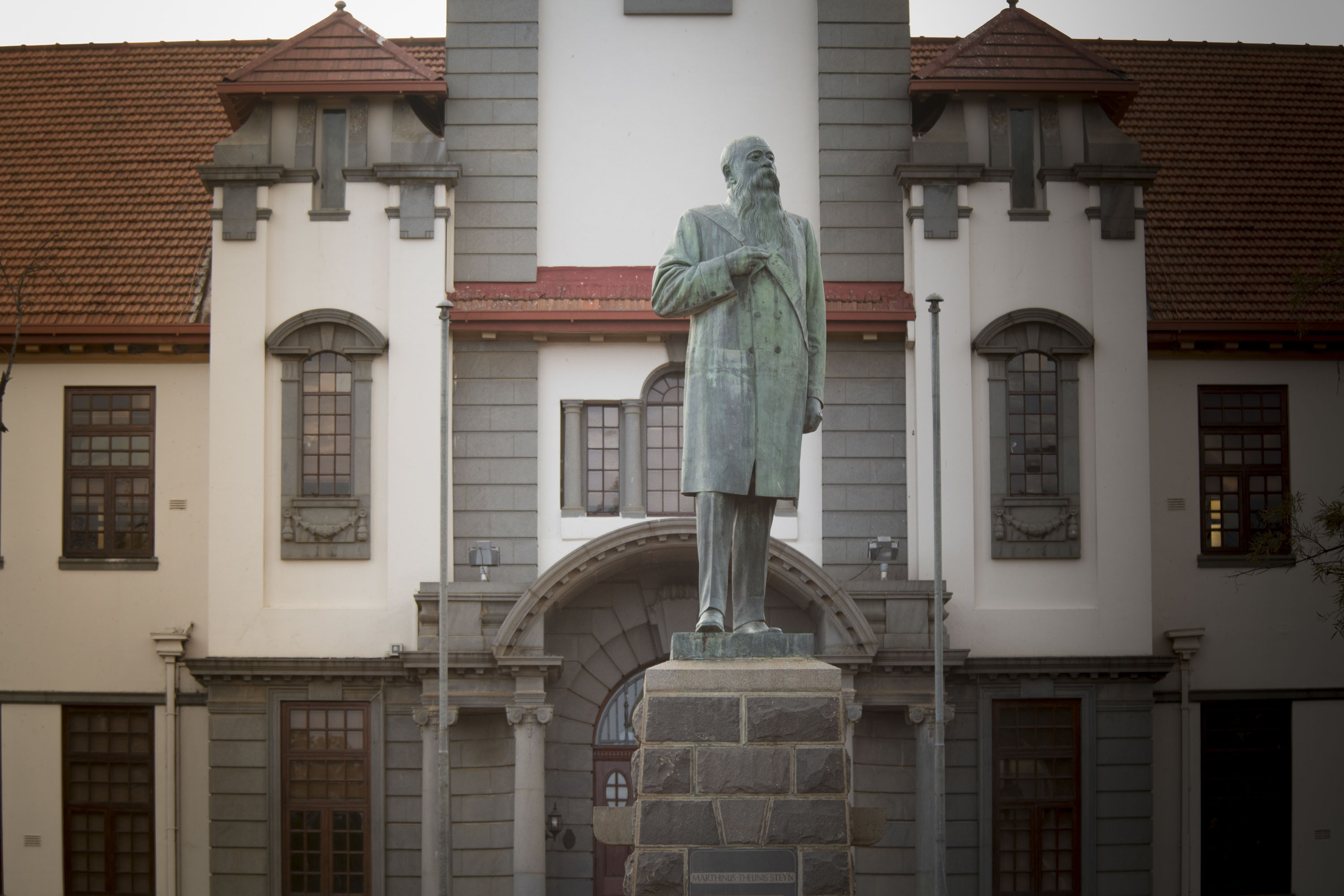 MT Steyn - Main Building and Statue 2