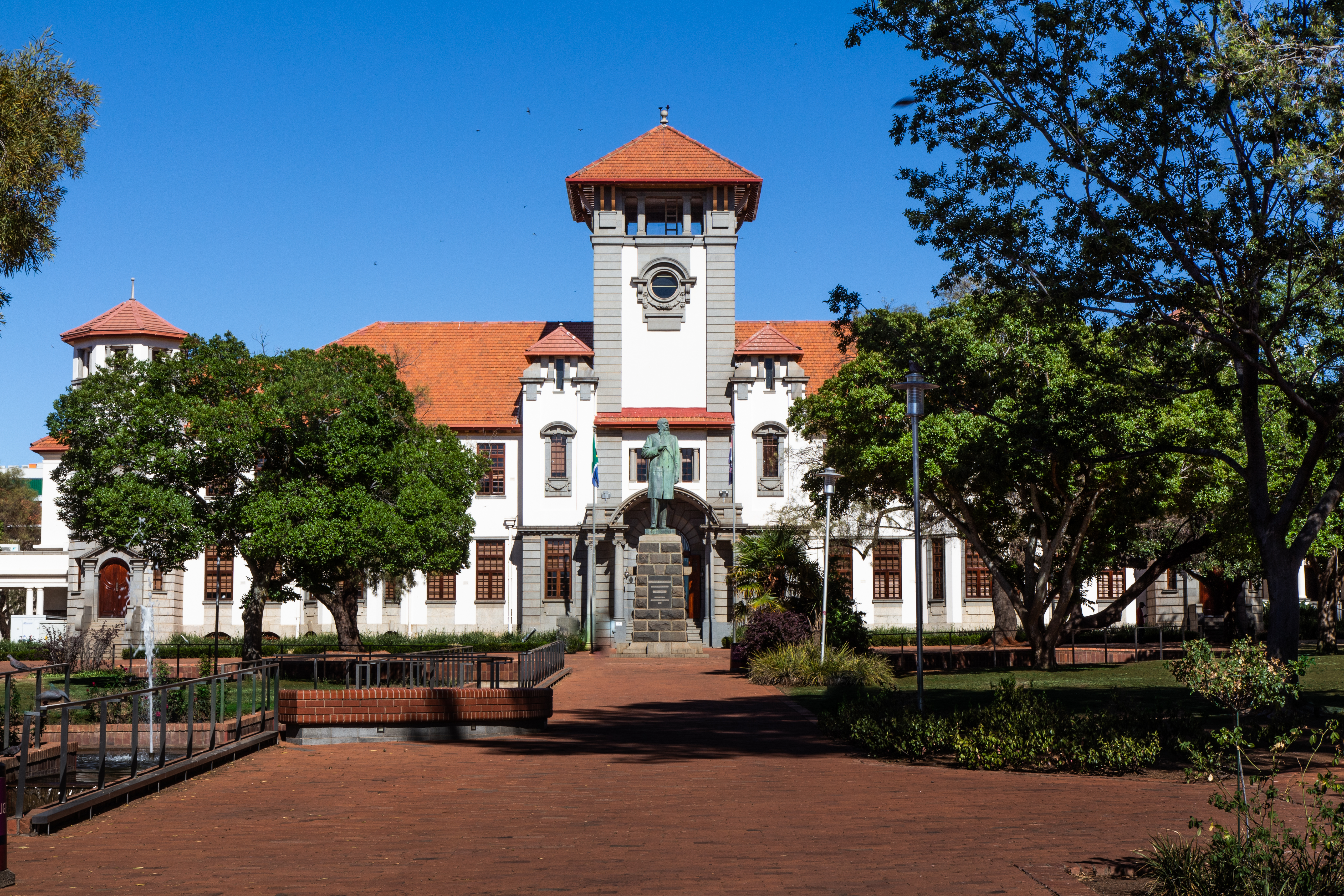 MT Steyn - Main Building and Statue