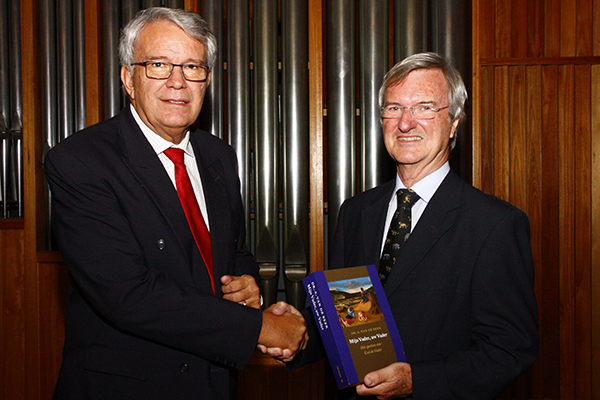 Dutch scholar honours Faculty of Theology and Religion with special book dedication