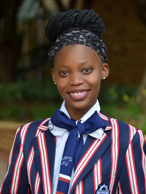 Adelia Chauque graduates with distinction despite hindrances